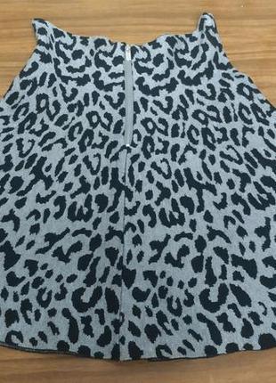 Женская трикотажная мини юбка солнце, серая с черным леопардовым принтом