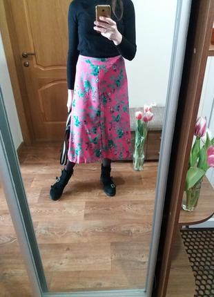 Яркая розовая юбка
