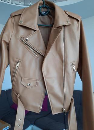 Курточка zara s новая стильная