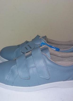Кожаные фирменные кросовки новые