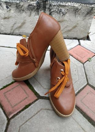 Классные туфли, ботильоны 37 размер