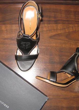 Босоножки на широком каблуке tommy hilfiger, р. 37,5