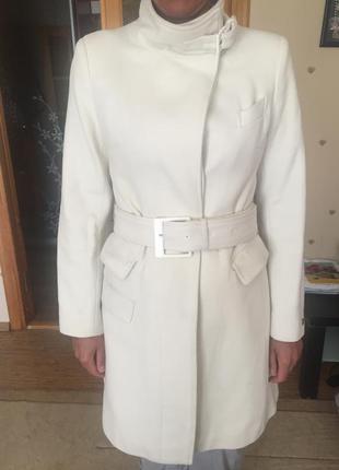 Тёплое пальто цвета слоновой кости из полу-шерсти (75%)