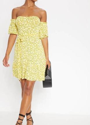 Летнее яркое желтое платье в цветочный принт на плечи с обьемными рукавами