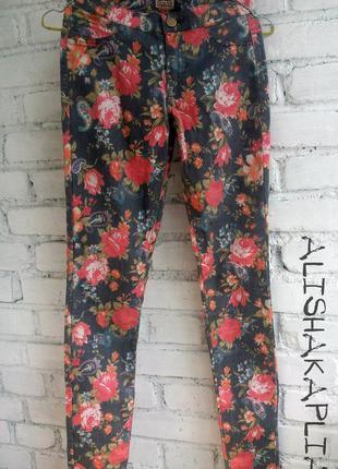 Новые с биркой джинсы в цветочный принт only