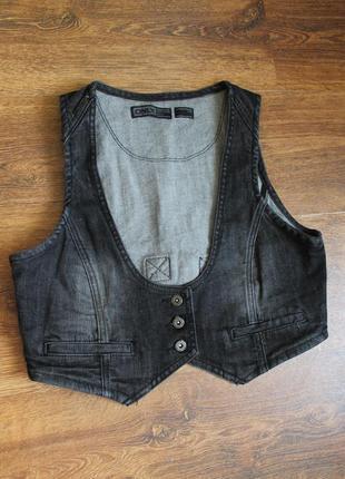 Черная джинсовая жилетка от only, размер м
