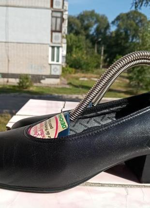 Фирменные кожаные туфли medicus