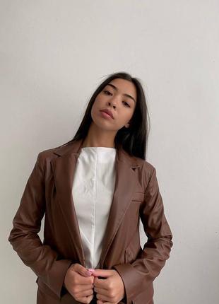 Шикарный пиджак из экокожи