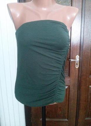 Майка-бандо с драпировкой темно-зеленого цвета