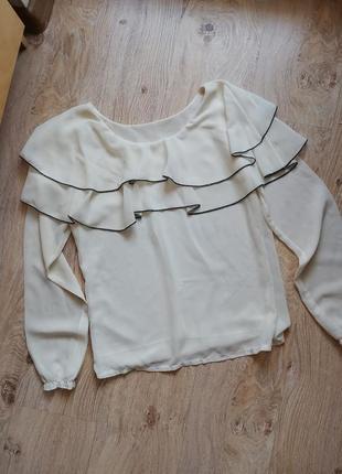 Молочная блуза с рюшами воланами