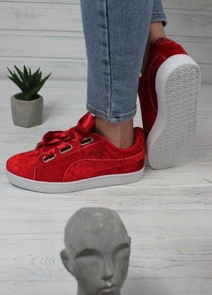 Кроссовки женские велюровые, красного цвета