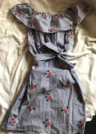 Хлопковое платье с вышивкой и открытыми плечами