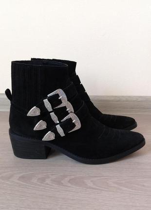 Модные ботильйоны  в стиле  ботинок chloe от bershka