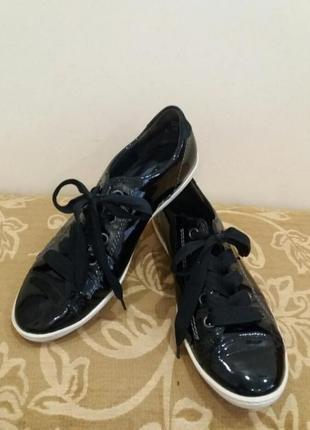 Фирменные кожаные кроссовки