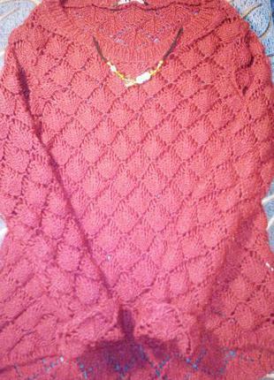 Свитер цвета марсала с украшением. стиль в деталях. тренд