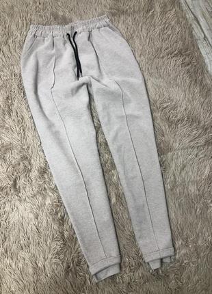 Тёплые спортивные штаны на резинке и шнурке