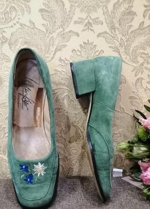 Весенние туфли с вышивкой