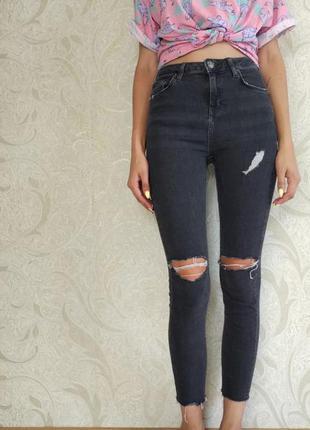▪ джинсы с высокой посадкой topshop