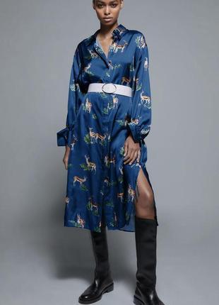 Красивое сатиновое платье в принт zara