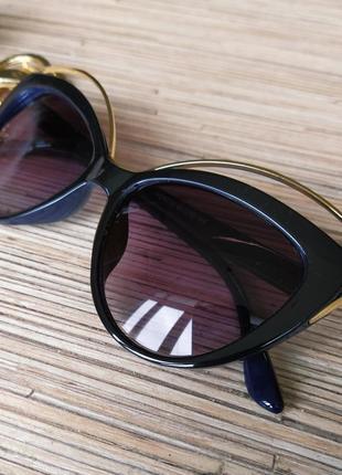 Красивые солнцезащитные очки кошечка