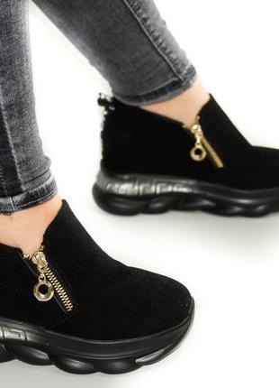 Замшевые женские кроссовки