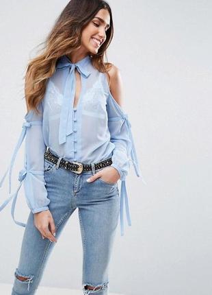 Шикарная блузка с открытыми плечами и завязками
