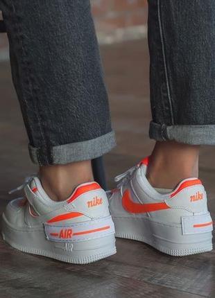 Белые кроссовки с цветными вставками3 фото