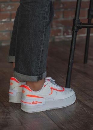 Белые кроссовки с цветными вставками4 фото