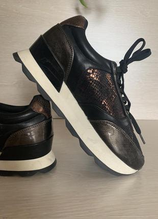 Фирменные кроссовки 25.5 см