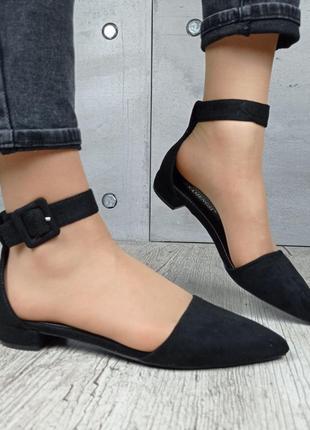 Туфли на низком ходу с острым носком с ремешком чёрные 372