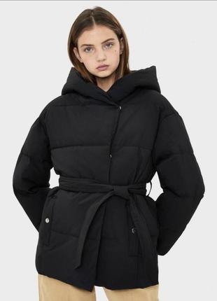 Пуховик , куртка bershka чёрная