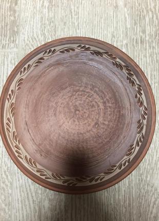 Тарелка из красной глины