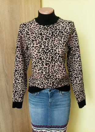 Леопардовий свитер водолазка