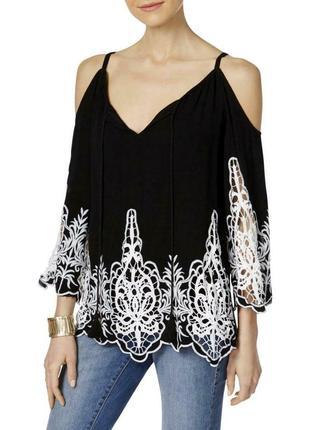 """Черно-белая блуза """"бохо"""" с открытыми плечами и вышивкой ришелье размер xs-s"""