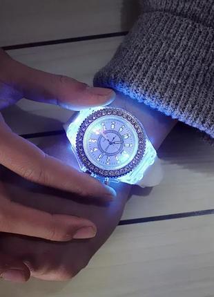 Часы женские с подсветкой циферблата силиконовый ремешок