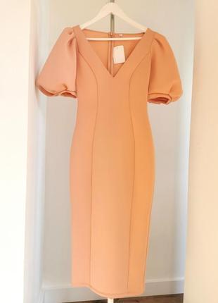 Персиковое миди платье с объемными рукавами