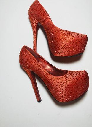 Туфли в стразах, высокий каблук