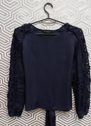 Красивая атласная блузка с шикарным гипюром zara