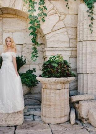 Свадебное платье. срочно, очень дёшев! дополнительно фото по номеру.
