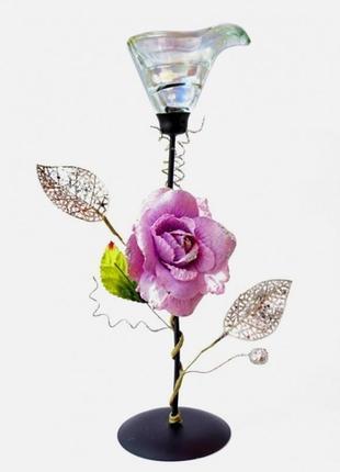 Подсвечник металлический с лиловой розой