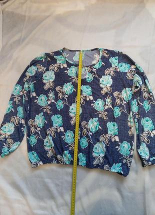 Блузка с длинным рукавом.