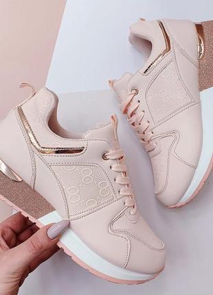 Кроссовки светло-розового цвета