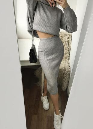 Мягкий вязаный серый костюм с юбкой миди, вязаный серый набор - комплект свитер и юбка