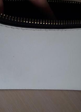 Продам белый  клатч - косметичка , чехол для телефона  на замочке