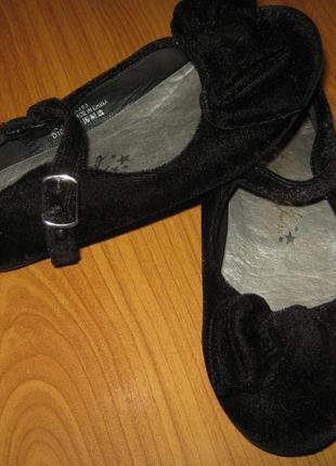 Класні моднячі велюрові туфельки ф-ма next