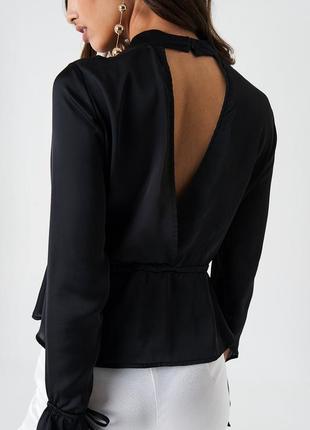 Превосходная легкая черная блуза топ с открытой спиной na-kd