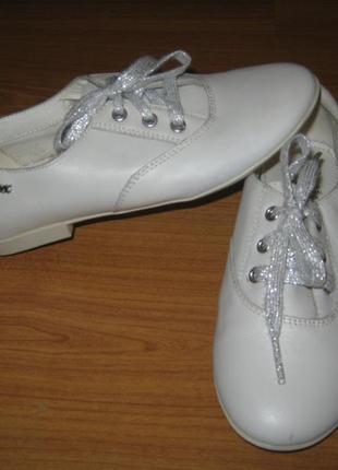 Класні стильні шкіряні туфельки ф-ма geox respira італія