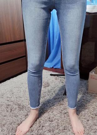 Крутые женские джинсы скинни