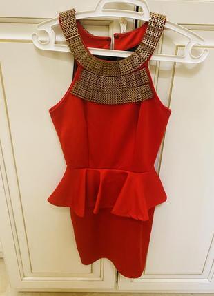 Красное платье с золотом