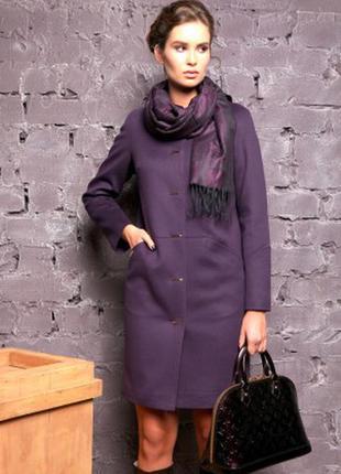 Демисезонное пальто фирмы раслов темно сиреневого цвета